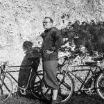 Anni '50. Pellegrino, in bicicletta fra i pellegrini.