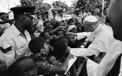 Paolo VI in Uganda, 1969. Se lo sviluppo è il nuovo nome della pace, chi non vorrebbe cooperarvi con tutte le sue forze? (Populorum Progressio)