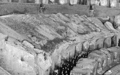 Roma, 16 aprile 1965. Paolo VI guida la Via Crucis al Colosseo: «guerra è insulto alla storia degli uomini».