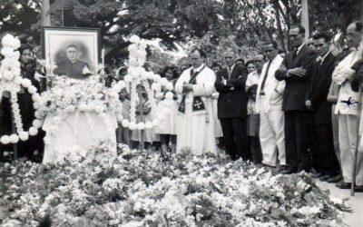 Colombia, 1948. Funerali di Pedro María Ramírez Ramos, sacerdote e martire, beatificato da Francesco l'8 settembre 2017.