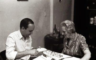 Un giovane Jorge Mario Bergoglio con la nonna Rosa Margherita Vassallo. Maestra di umanità, religiosità e... piemontese. #FestaDeiNonni