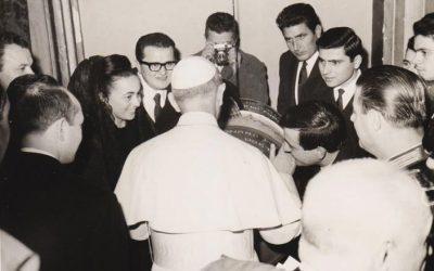Roma, dicembre 1963. Paolo VI riceve in udienza i giovani inventori del presepe galleggiante di Petrignano. Articolo nel blog. Foto © Presepe Vivente di Petrignano d'Assisi.