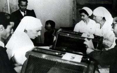 2 giugno 1946, suore al voto nel referendum. Per la prima volta in una consultazione nazionale votano anche le donne.