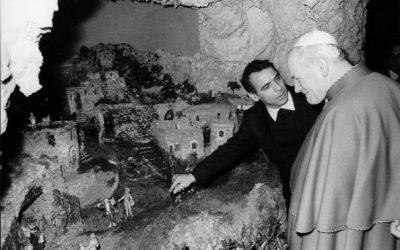 Giovanni Paolo II in visita al Presepe dei Netturbini a Roma. Creato nel 1972 da Giuseppe Ianni, il presepio conta pietre provenienti da tutto il mondo (e dalla Luna), decine di statue e marmo della basilica di San Pietro, donato dal card. Noé.