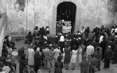 Salerno, anni '30. La Messa. Fuori.