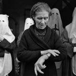 Cuenca (Spagna), 1982. Quando il penitente è in ritardo. © Cristina García Rodero.