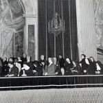 """1964, Concilio Vaticano II. Paolo VI per la prima volta apre alla partecipazione delle donne al Concilio. Religiose, mogli, laiche nubili e vedove di guerra. Saranno dette le """"madri del Concilio"""", 23 in tutto."""