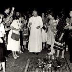 Castel Gandolfo, 12 agosto 1979. Giovanni Paolo II incontra i giovani del movimento cattolico polacco Oasis nei giardini della residenza estiva dei Papi.