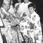 6 gennaio 1967, Messa dell'Epifania. Papa Paolo VI indossa una casula in seta regalatagli da una delegazione di cattolici cinesi nel 1966. Donata poi al Duomo di Milano, è stata usata dagli arcivescovi Martini, Tettamanzi e Scola.