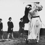 6 settembre 1965. Suor Mary Martina, educatrice e maestra di golf al Rosebud Country Club per le allieve della Saint Mary's School For The Deaf, una scuola per sordi a Portsea, Australia.