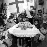Ventimiglia di Sicilia, anni '60. Processione durante la Settimana Santa. © Ferdinando Scianna