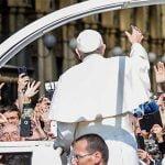 Vocazioni, giovani digitali e migranti: come è cambiata la Milano negli occhi dei tre Papi