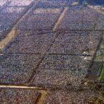 La folla radunatasi per la Messa celebrata da Giovanni Paolo II al Parco O'Higgins, 3 aprile 1987. © El Mercurio.
