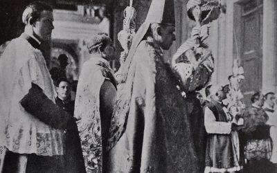 Roma, 1932. Il card. Eugenio Pacelli, arciprete della Basilica Vaticana, durante la processione della Domenica delle palme.