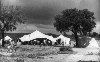 Nomadelfia di Grosseto, 1949. I primi Nomadelfi in Maremma sotto le tende. La comunità cattolica, fondata da don Zeno Saltini, conta oggi circa 300 membri.