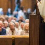 A Natale siete andati a Messa? Un'indagine dà ragione al Papa. Purtroppo