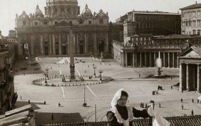 Roma, inizio '900. La vista da Palazzo Rusticucci prima della demolizione della Spina di Borgo. La Chiesa e i panni sporchi, fuori.