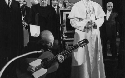 Castel Gandolfo, 29 agosto 1975. Paolo VI riceve gli ''zingari'' venuti a Roma in pellegrinaggio. La musica appartiene alla storia e alla cultura di ogni popolo.
