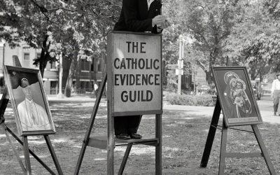 Washington DC, anni '40. Un giovane membro della Catholic Evidence Guild 'spiega' la fede cattolica a Logan Circle. 1/2