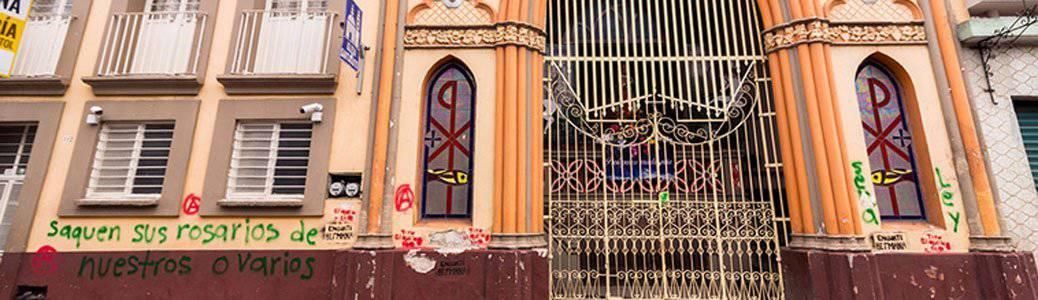Cattedrale Xalapa Messico, violenze, graffiti manifestazioni aborto