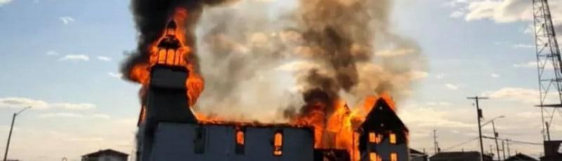 Canada, nativi, chiese bruciate, scuole residenziali